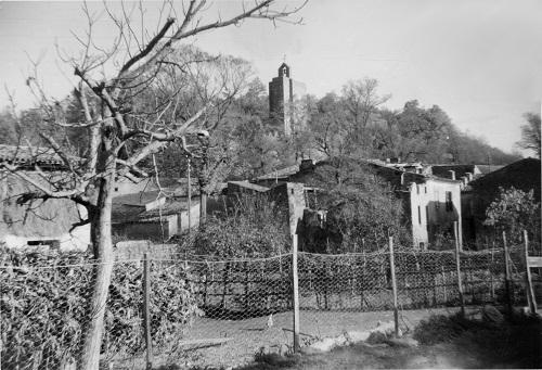 01-l-eglise-depuis-le-jardin-cousture